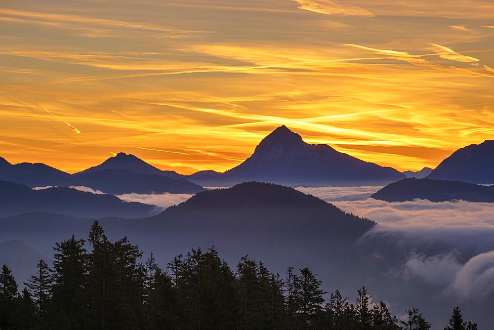 Sunrise, view from Hirschhörnlkopf southeast, at back the Guffert in Tyrol, Jachenau, Isarwinkel, Upper Bavaria, Bavaria, Germany, Europe