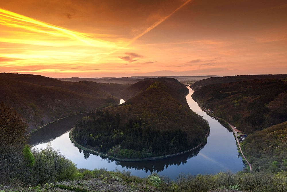 Big Saar loop at sunrise, near Mettlach, Saarland, Germany, Europe