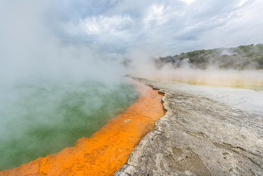 Champagne Pool, hot spring, Waiotapu Geothermal Wonderland, Rotorua, North Island, New Zealand, Oceania