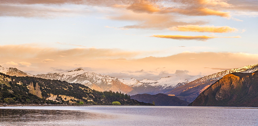 Sunrise, mountains with snow on Wanaka Lake, Rocky Peak, Glendhu Bay, Otago, Southland, New Zealand, Oceania