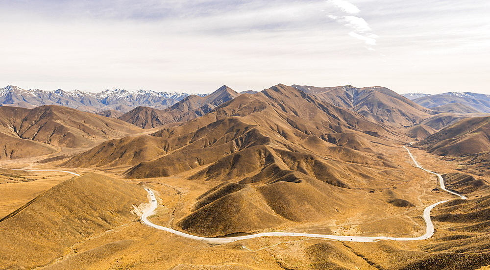 Stark mountain landscape with mountain road, Lindis Pass, Southern Alps, Otago, Southland, New Zealand, Oceania