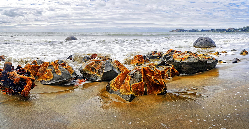 Moeraki Boulders, split rocks, Koekohe Beach, Otago, South Island, New Zealand, Oceania