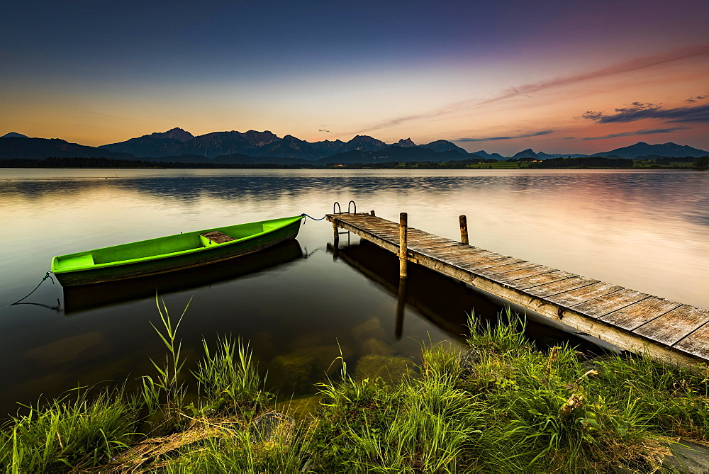 Rowing boat at dock with mountain lake, Allgäu Alps at back, blue hour, Hopfensee, Hopfen am See, Ostallgäu, Bavaria, Germany, Europe