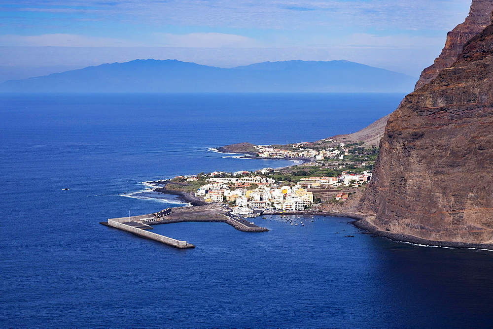 Harbor in Vueltas, Valle Gran Rey, La Gomera, the island of La Palma behind, Canary Islands, Spain, Europe