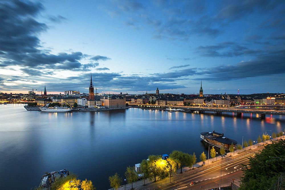 Riddarholmen island at dusk, view from Monteliusvägen, Stockholm, Stockholm County, Sweden, Europe - 832-381743
