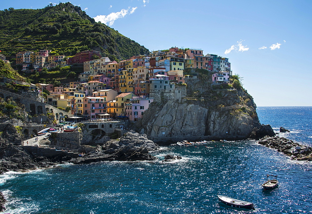 Colorful houses on cliffs, Manarola, Cinque Terre, La Spezia Province, Liguria, Italy, Europe