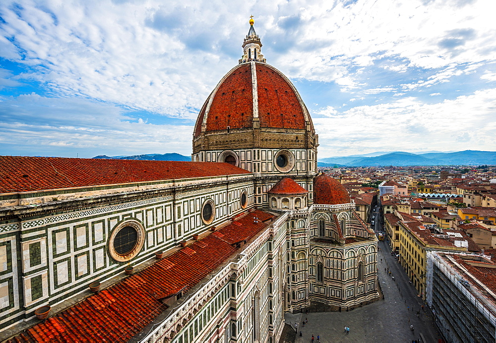 Florence Cathedral, Cattedrale di Santa Maria del Fiore with the dome by Brunelleschi, city at the back, UNESCO World Heritage Site, Florence, Tuscany, Italy, Europe