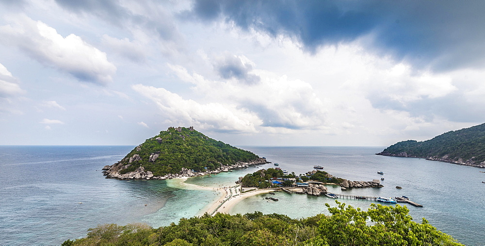 View across Koh Nang Yuan or Nangyuan, near Koh Tao, Gulf of Thailand, Thailand, Asia
