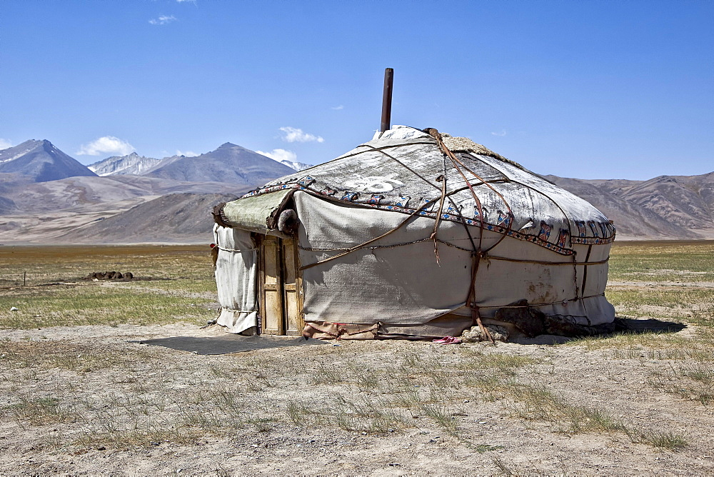 Yurt on the Pamir Highway M41, Gorno-Badakhshan Autonomous Province, Tajikistan, Asia