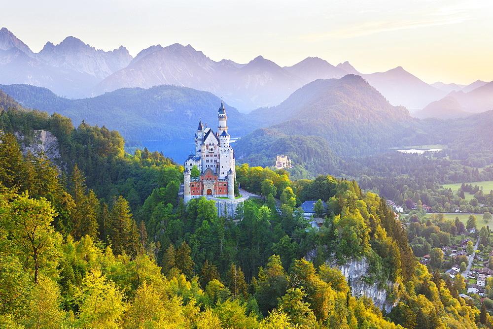 Schloss Neuschwanstein Castle, Schwangau, Ostallgau, Allgau, Swabia, Bavaria, Germany, Europe