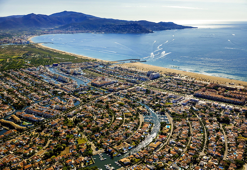 Aerial view, holiday homes with moorings and canals, Marina of Empuriabrava, Ampuriabrava, Catalonia, Spain, Europe