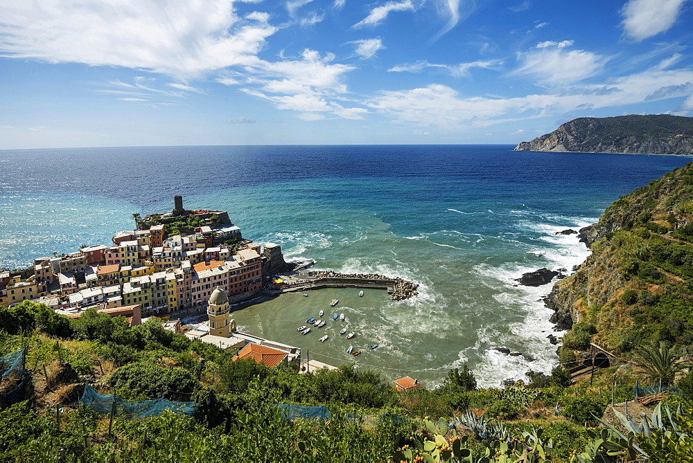 View of the seaside village of Vernazza, Cinque Terre, Liguria, Italy, Europe