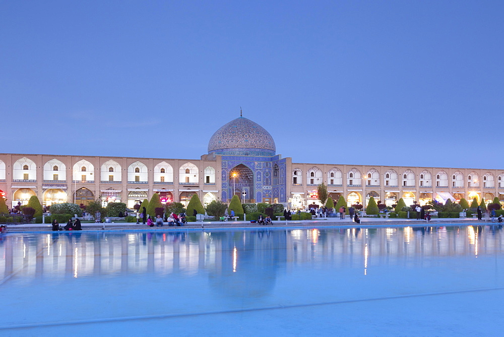 Dome of Lotfollah mosque, Imam square at dusk, Isfahan, Iran, Asia - 832-382875