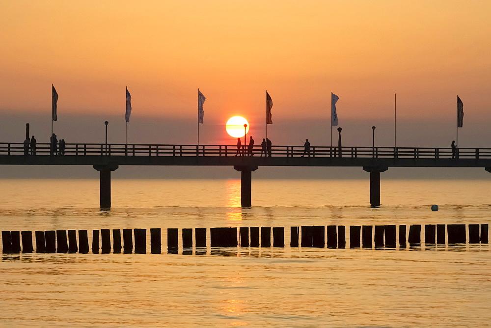 Breakwaters or groynes, pier, sunset, Baltic Sea, Zingst, Fischland-Darss-Zingst peninsula, Mecklenburg-Western Pomerania, Germany, Europe