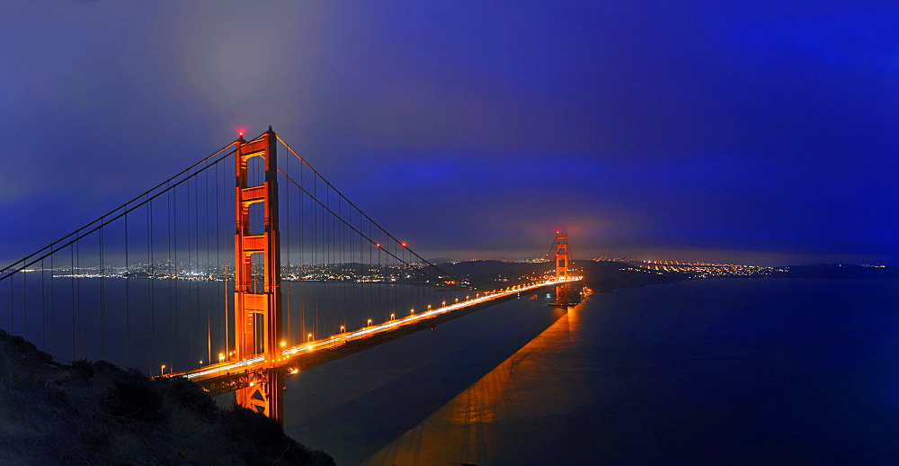 Golden Gate Bridge at dusk, San Francisco, California, United States, North America