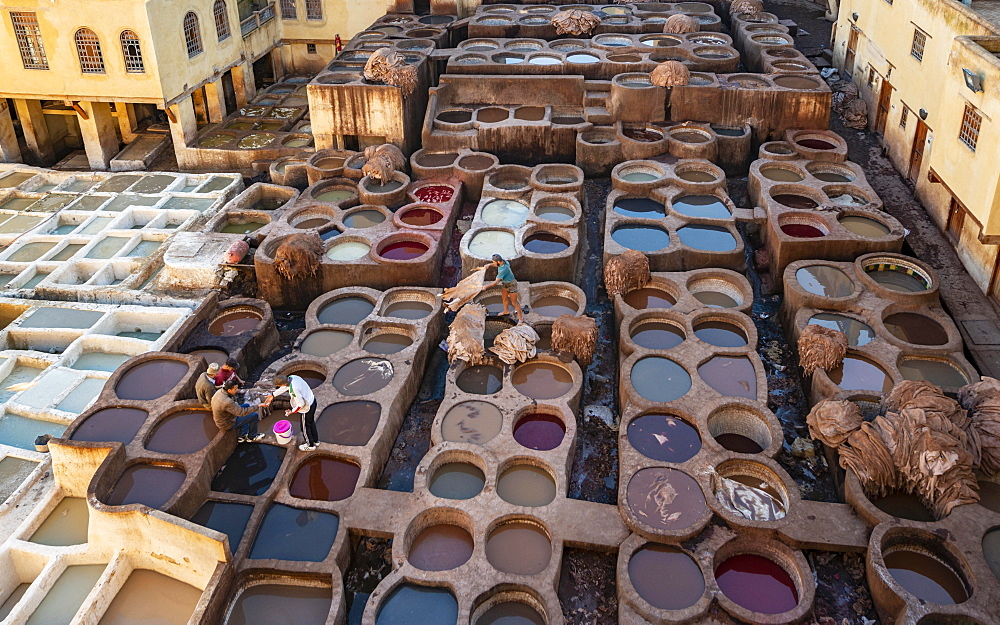 View over tannery, workers dyeing leather, tanks with dye, dyeing plant, tannery, tannery Chouara, tannery and dyeing district, Fes el Bali, Fes, Morocco, Africa