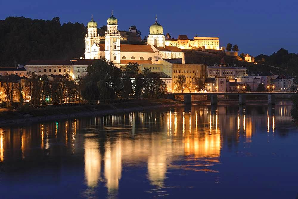 Cathedral St.Stephan and Veste Oberhaus reflected in the Inn, Passau, Lower Bavaria, Bavaria, Germany, Europe