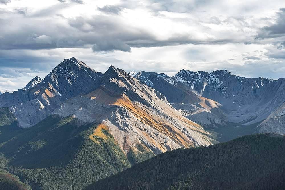 Panoramic view of mountain landscape, peaks with orange sulphur deposits, untouched nature, Sulphur skyline, near Miette Hotsprings, Jasper National Park, British Columbia, Canada, North America