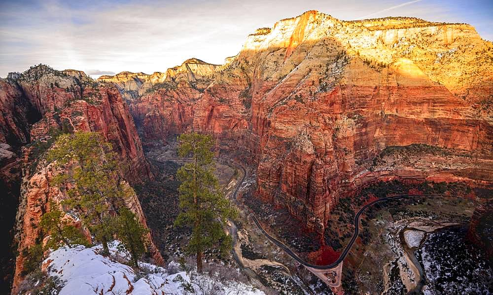 View from Angels Landing towards Zion Narrows on Big Bend, Virgin River and Zion Canyon, Angels Landing Trail, in winter, mountain landscape, Zion National Park, Utah, USA, North America