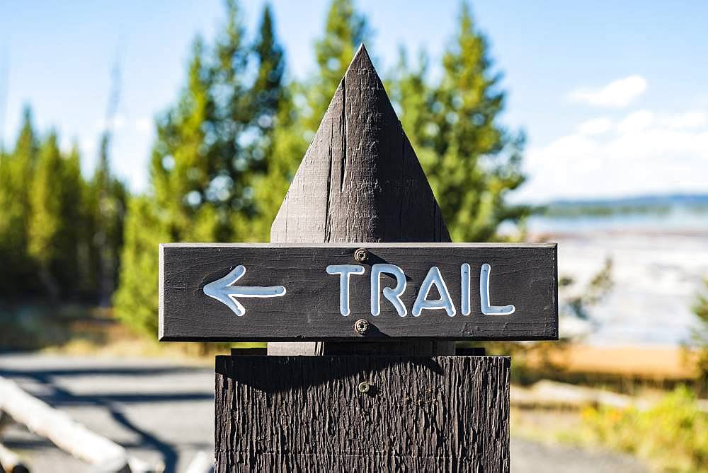 Sign Trail, signpost, signpost for hiking trail, Yellowstone National Park, Wyoming, USA, North America