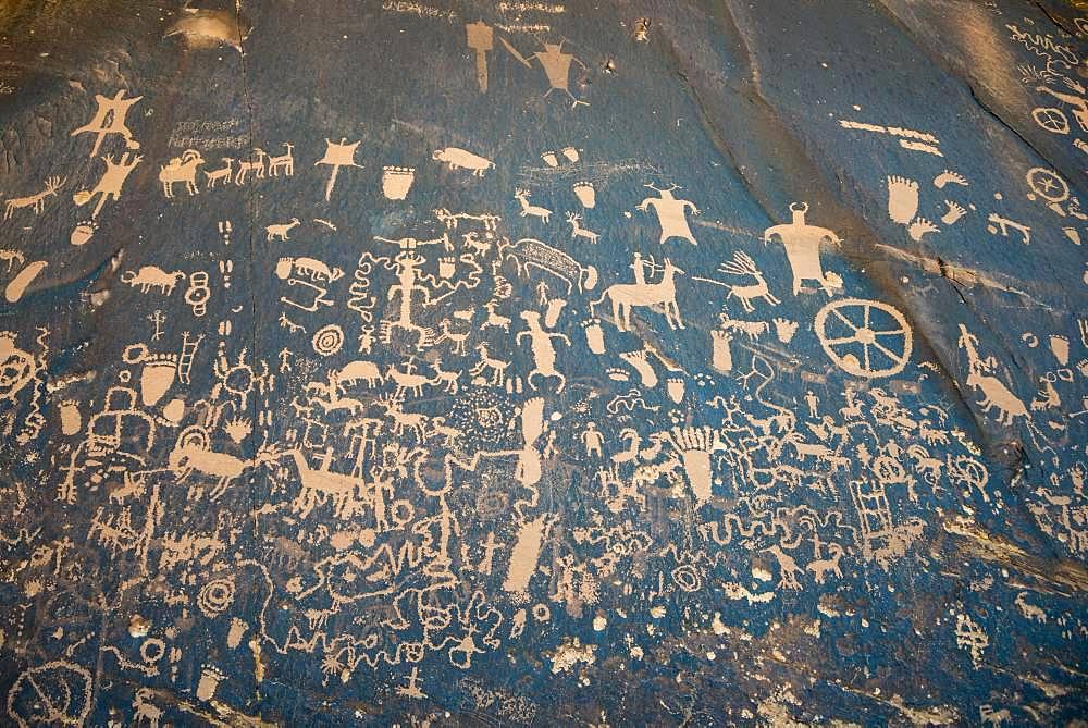 Petroglyphs, wall painting on a rock, Newspaper Rock, Utah, USA, North America