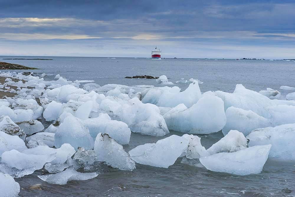 ice floes from glacier at coast, Hornsund, Svalbard, Arctic, Norway, Europe