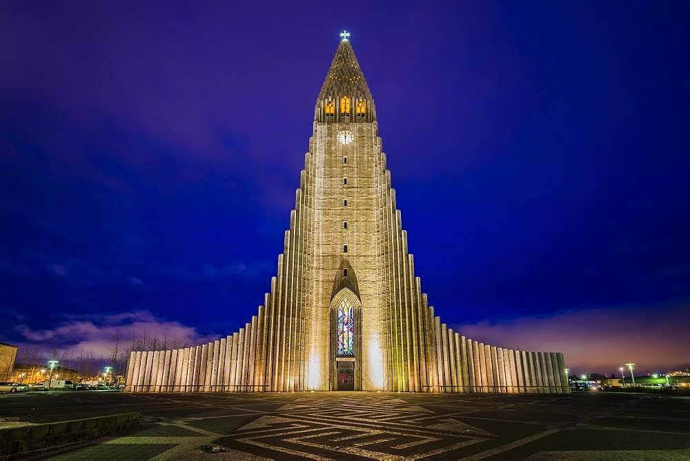 Illuminated church Hallgrimskirkja at night, Reykjavik, Hoefuoborgarsvaeoio, capital region, Iceland, Europe
