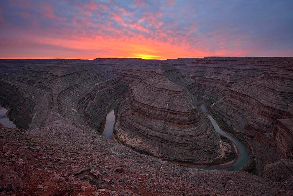 Goosenecks at sunset, river loop, meander of the San Juan River, Goosenecks State Park, Utah, America, USA, North America