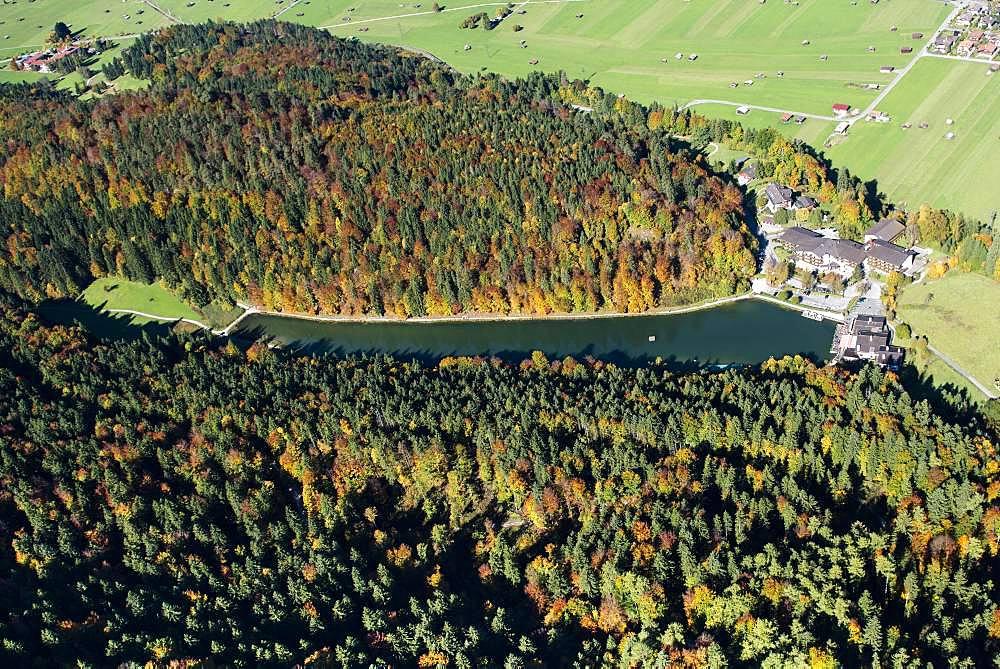 Rissersee lake in autumn, near Garmisch-Partenkirchen, Bavaria, Upper Bavaria, Germany, Europe