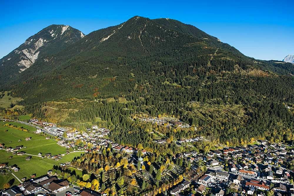 Partenkirchen with Wank in front of Ester Mountains, Garmisch-Partenkirchen, Bavaria, Upper Bavaria, Germany, Europe