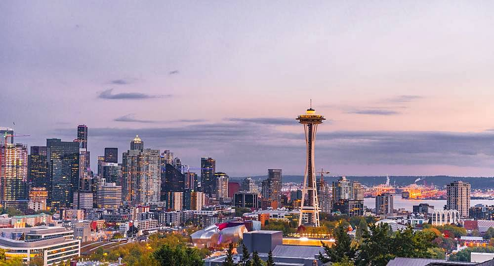 View over Seattle skyline with observation tower Space Needle, evening mood, Seattle, Washington, USA, North America