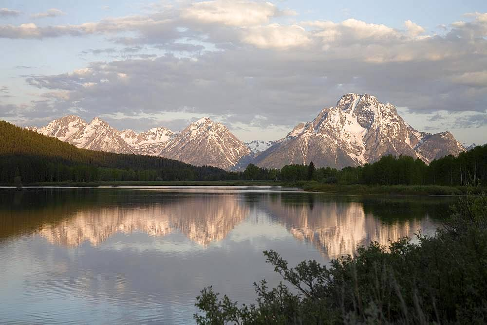 View over Jackson Lake to Grand Teton Range, Grand Teton National Park, Wyoming, USA, North America