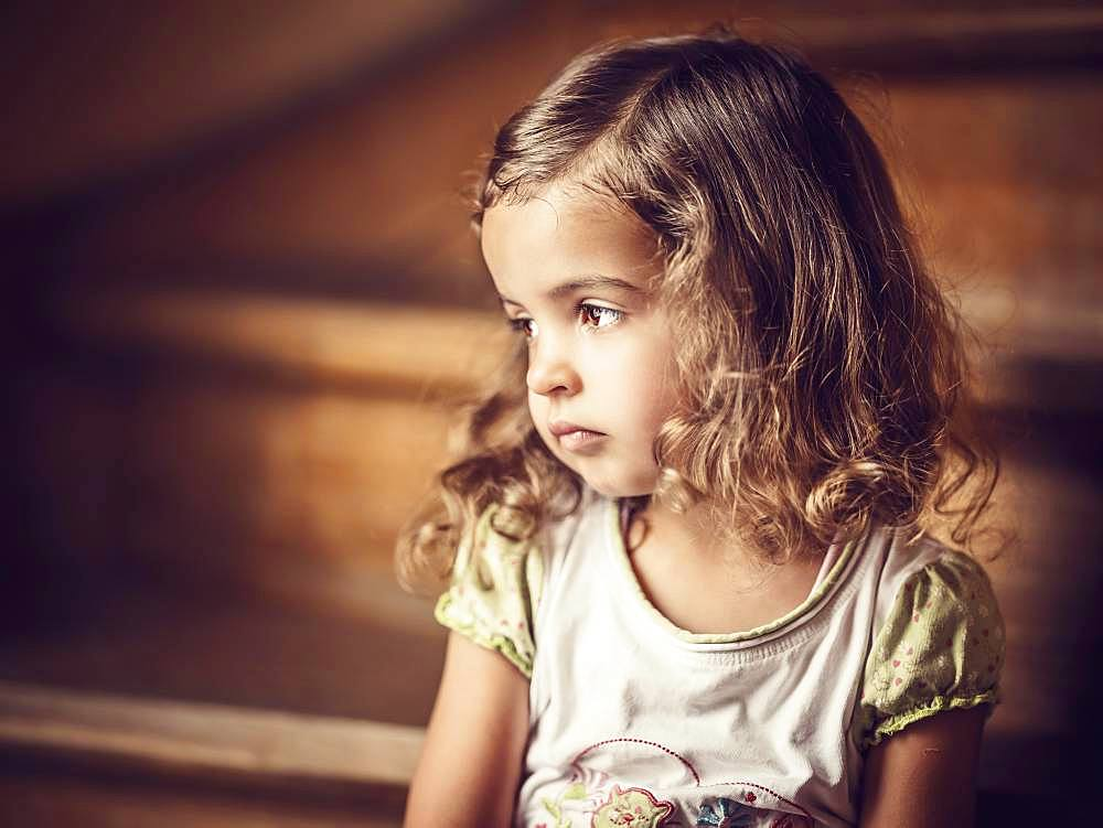 Girl, 3 years, sitting on the stairs, melancholic gaze, Portrait, Germany, Europe