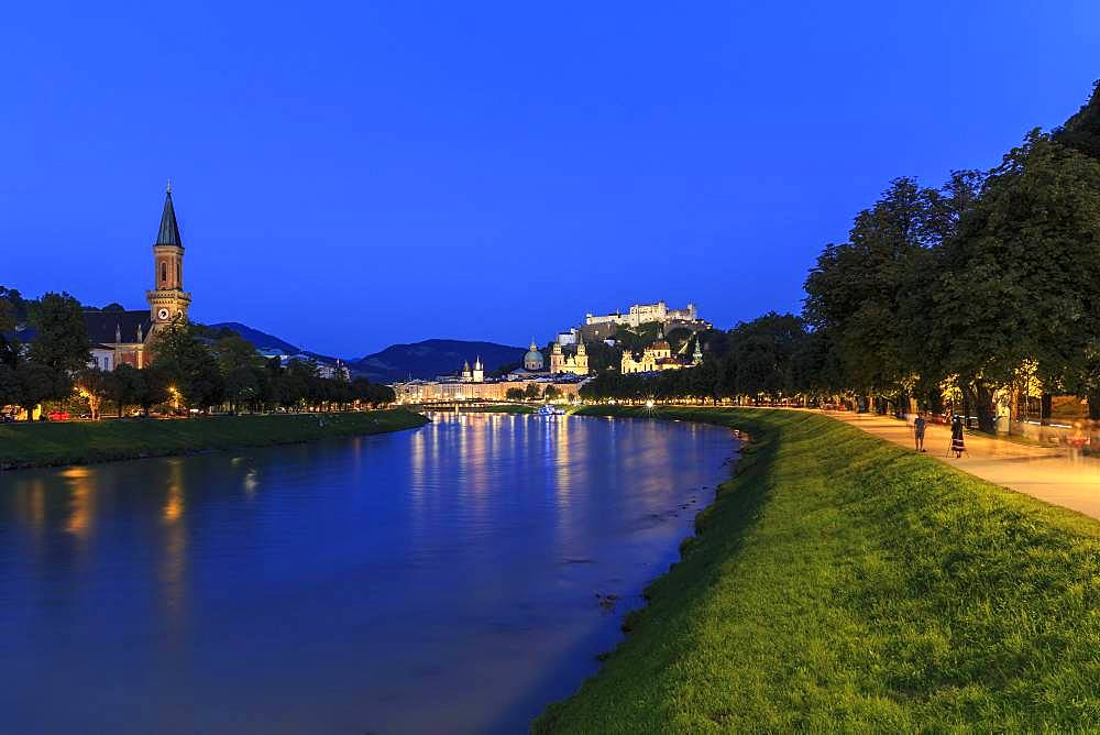 City view, old town and fortress Hohensalzburg at dusk, Salzach, Salzburg, Salzburg State, Austria, Europe