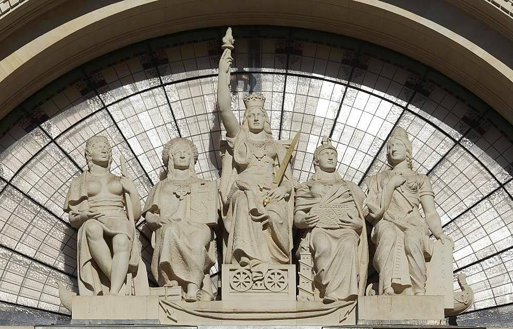 Allegorical group of figures above the entrance, detail facade, post office building, Palacio de Communicaciones, building of 1922, Valencia, Spain, Europe