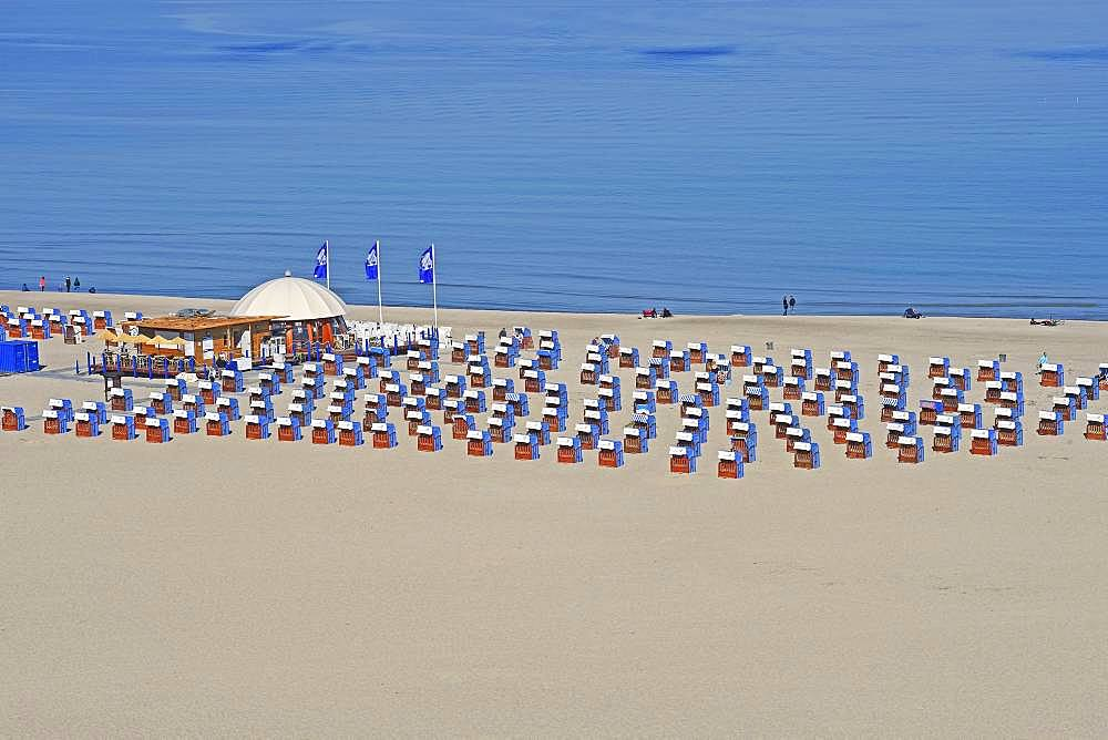 Bathing beach, wide sandy beach with beach chairs, Warnemuende, Mecklenburg-Western Pomerania, Germany, Europe