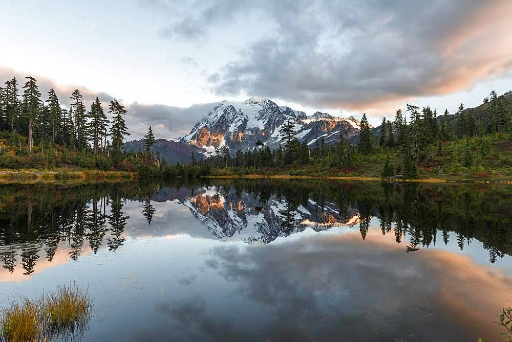 Sunset, Mt. Shuksan glacier with snow reflected in Picture Lake, wooded mountain landscape, Mt. Baker-Snoqualmie National Forest, Washington, USA, North America