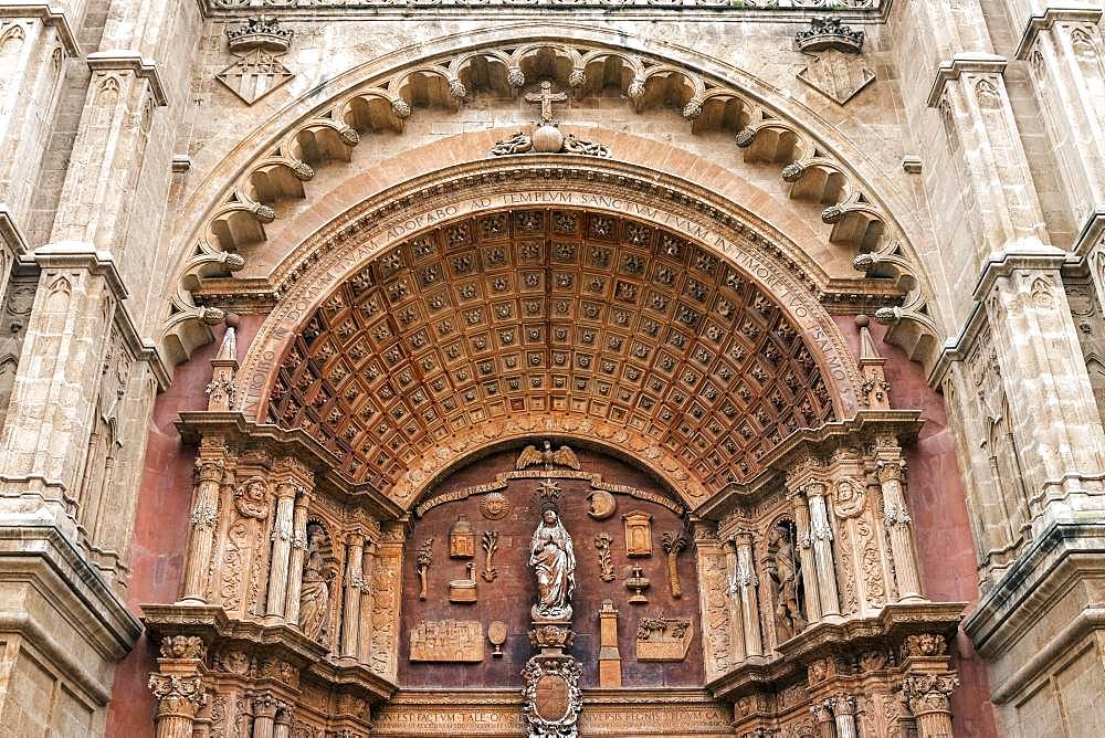 Cathedral La Seu, detailed view of the exterior facade, Palma de Majorca, Majorca, Balearic Islands, Spain, Europe