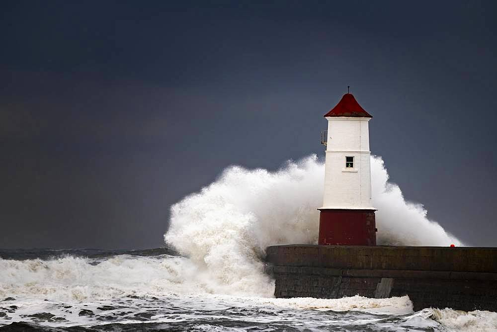 Berwick Lighthouse with strong surf and dark cloudy sky, Berwick-upon-Tweed, Newcastle upon Tyne, Northumberland, Great Britain