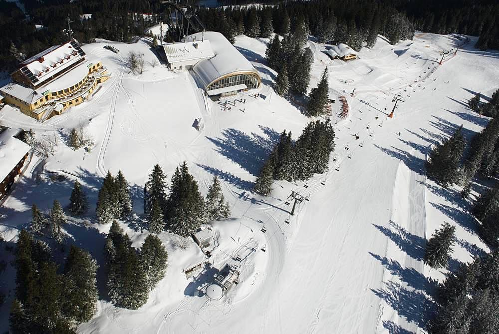 Kreuzeck with witch's cauldron lift and fun park in the Garmisch Classic area, aerial view, Garmisch-Partenkirchen, Upper Bavaria, Bavaria, Germany, Europe