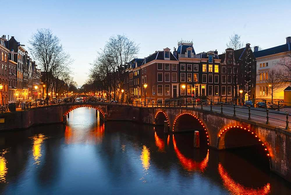 Evening atmosphere, canal with bridge, Keizersgracht and Leidsegracht, canal with historic houses, Amsterdam, North Holland, Netherlands