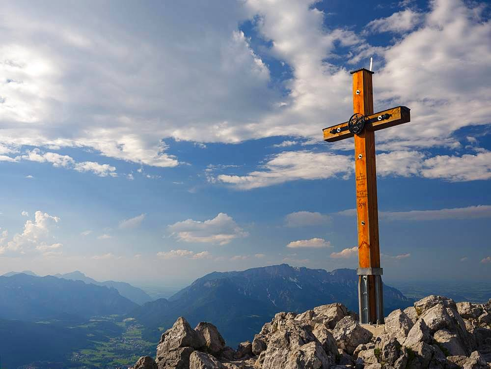 Summit cross, Jenner, 1874m, Untersberg at the back, National Park Berchtesgaden, Berchtesgaden Alps, Schoenau am Koenigssee, Berchtesgadener Land, Upper Bavaria, Bavaria, Germany, Europe