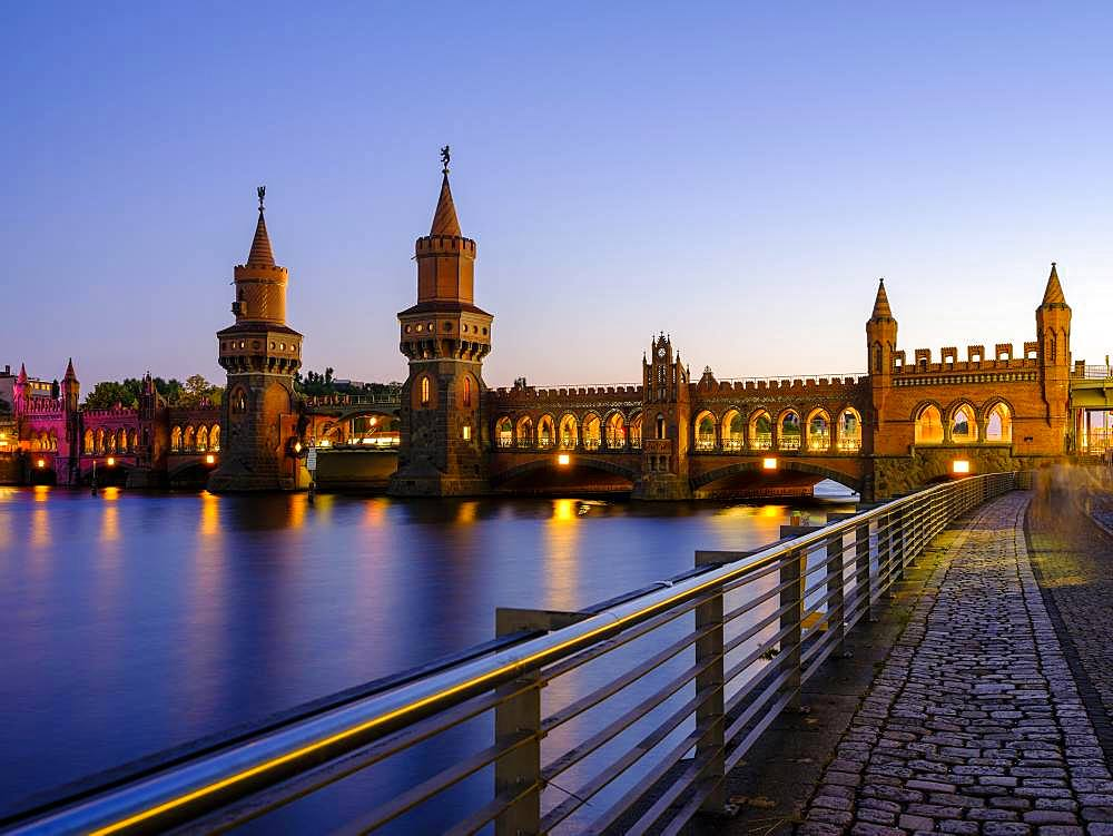 Oberbaum bridge over the Spree in the evening light, between Kreuzberg and Friedrichshain, Berlin, Germany, Europe