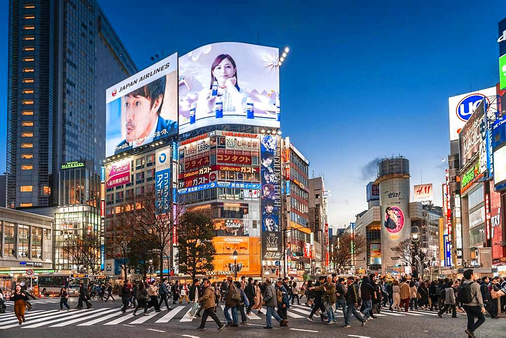 Shibuya Crossing, crowds at crossroads, colorful signs and illuminated advertising at dusk, railway station Shibuya, Shibuya, Udagawacho, Tokyo, Japan, Asia