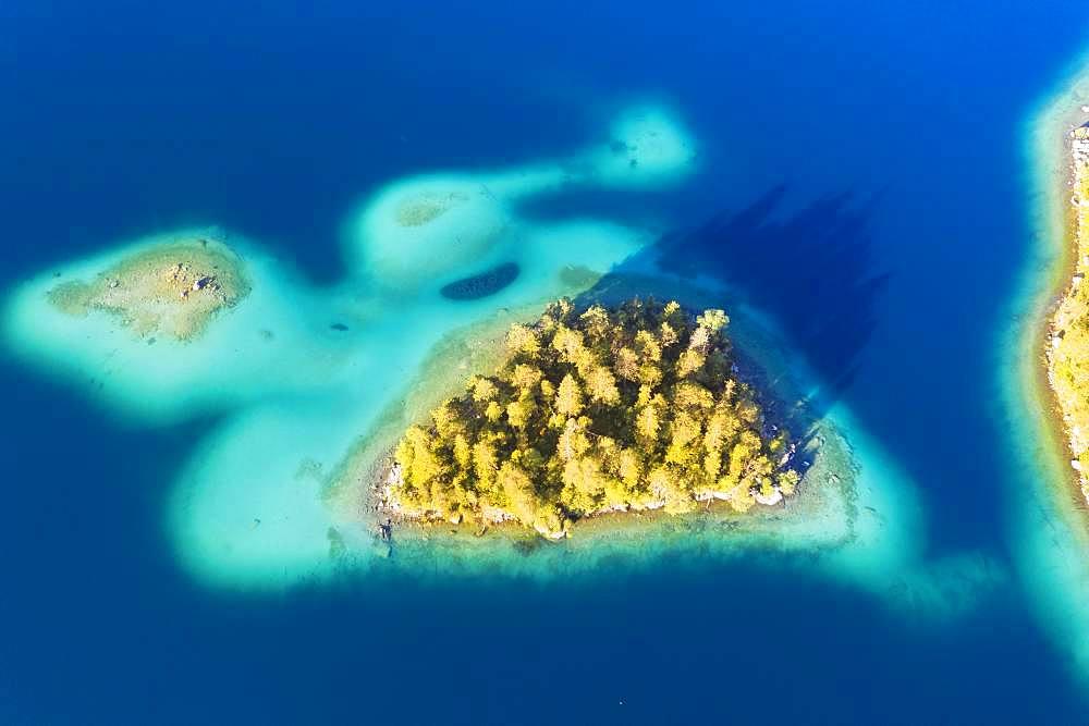 Sassen island and Steinbichl in Eibsee lake, near Grainau, Werdenfelser Land, aerial view, Upper Bavaria, Bavaria, Germany, Europe