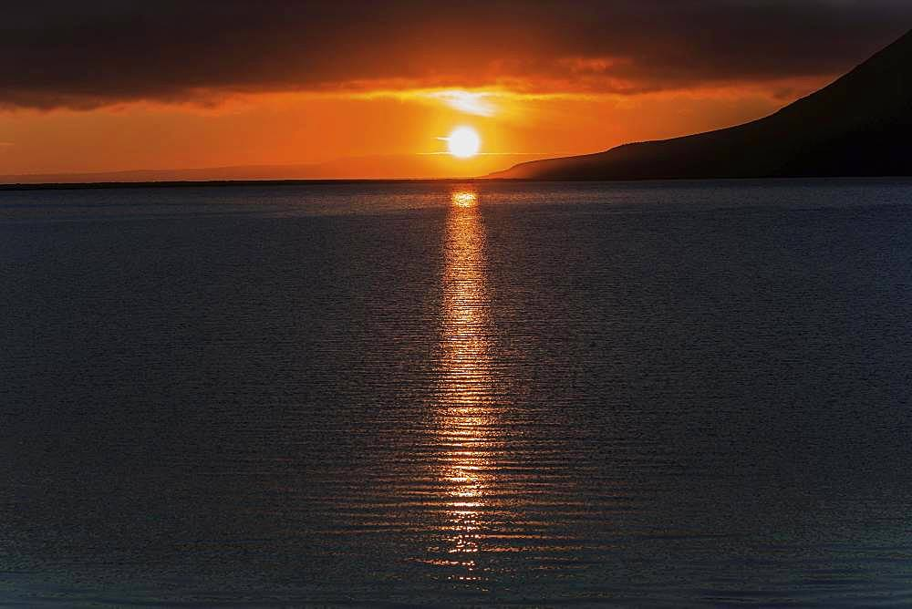 Sunset, sun reflected in the water, near Grundarfjoerdur, peninsula Snaefellsnes, Iceland, Europe