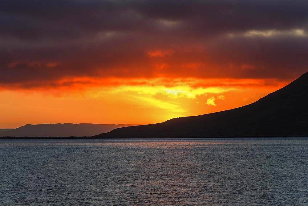 Sunset, near Grundarfjoerdur, Snaefellsnes Peninsula, Iceland, Europe