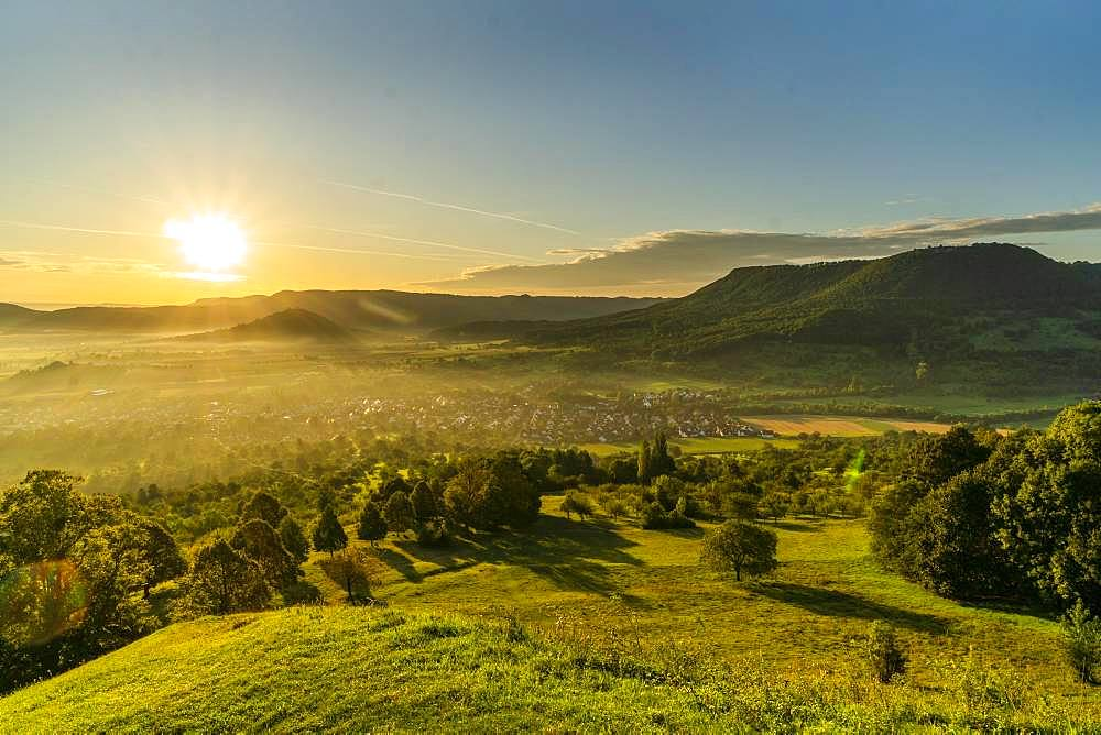 Sunrise, panoramic view, view of the village and the three imperial mountains Hohenstaufen, Rechberg and Stuifen, Bissingen, Swabian Alb, Baden-Wuerttemberg, Germany, Europe