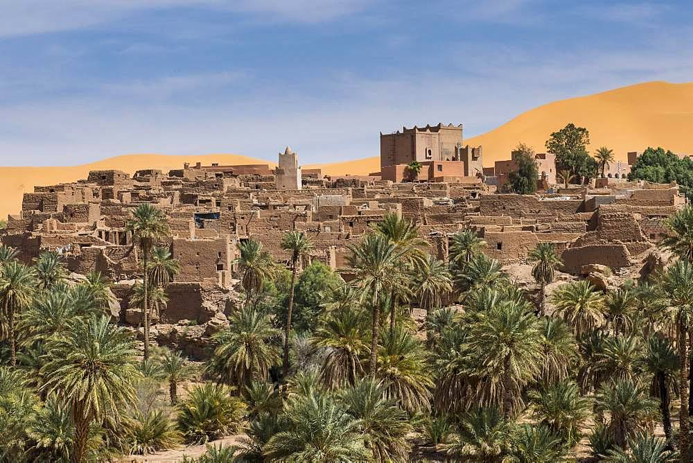 Overlook over the oasis of Taghit with sand dunes, western Algeria, Algeria, Africa