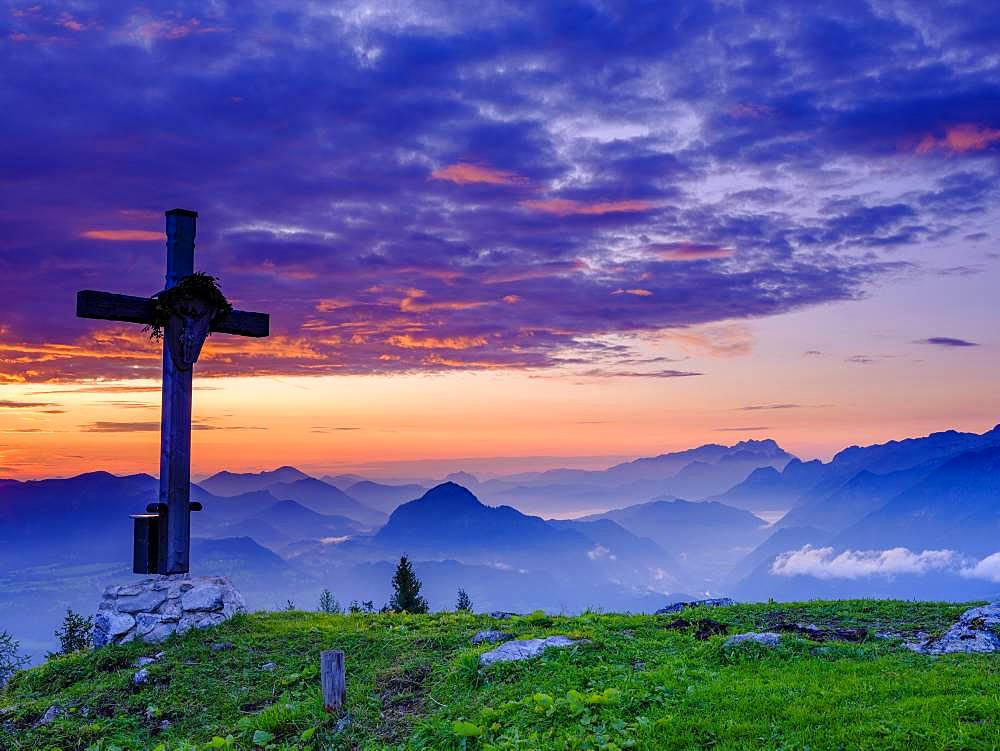 Ahornbuechsenkopf with summit cross, view at sunrise on alpine panorama, Osterhorn group, Dachstein and Tennen Mountains, Golling, Salzburger Land, Austria, Europe